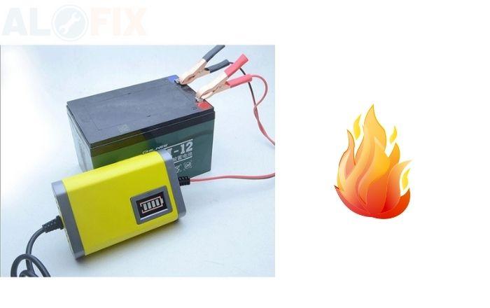 Gây phát ra tia lửa khi đang nạp ắc quy